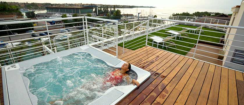 Hotel Acquadolce, Peschiera, Lake Garda, Italy - rooftop jacuzzi.jpg